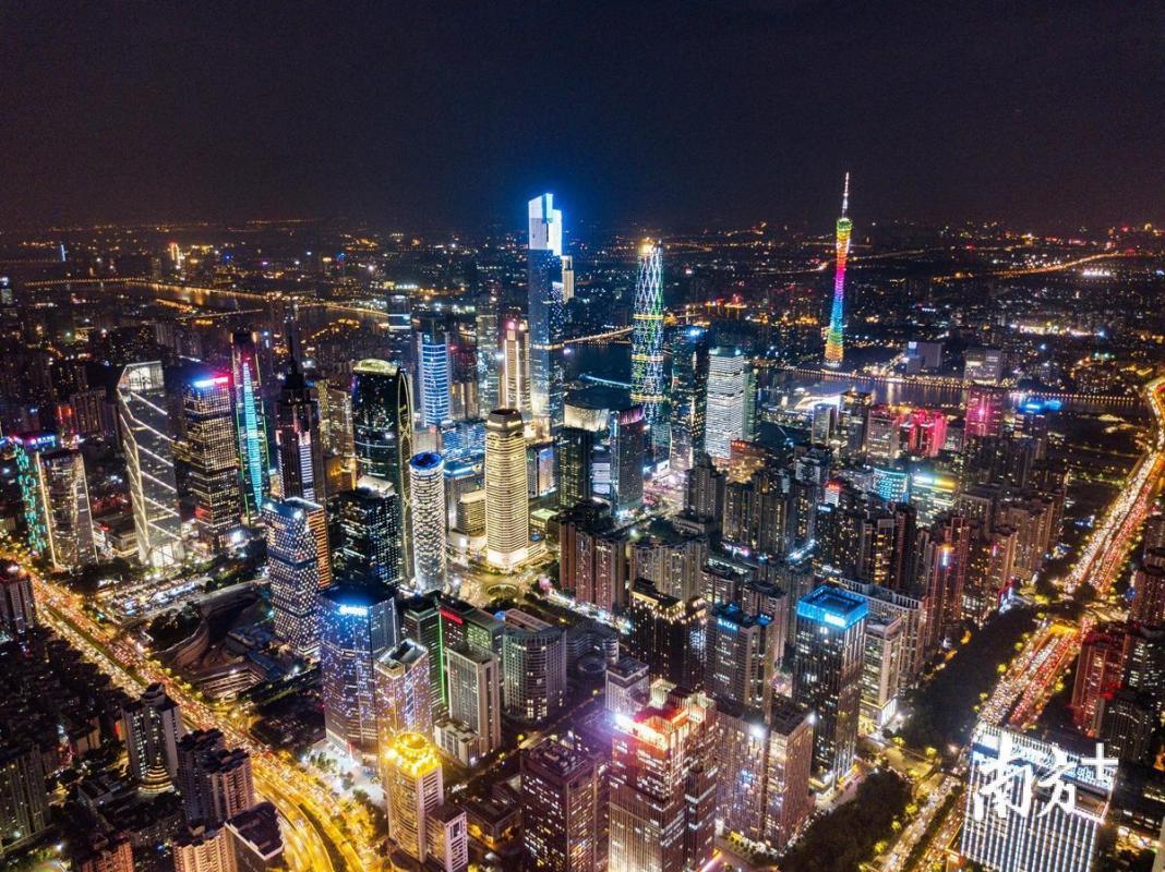 广东:沿着习总书记指引的道路奋勇前进