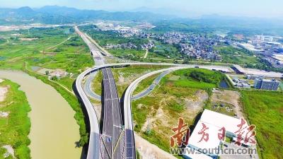 十九大时光:潮州加大交通基础设施建设 市民出行省时又省心