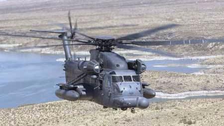 一架美军直升机在日本冲绳北部着陆后起火