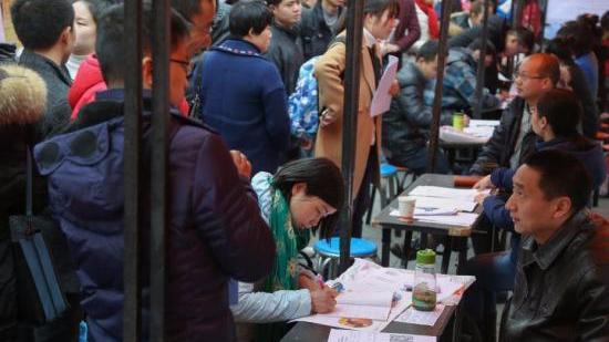 武汉招揽毕业生政策再加码:购房可打八折,本科年薪最低5万