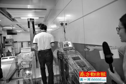 坐地铁不用买票了!广州全国率先启用刷脸过闸机
