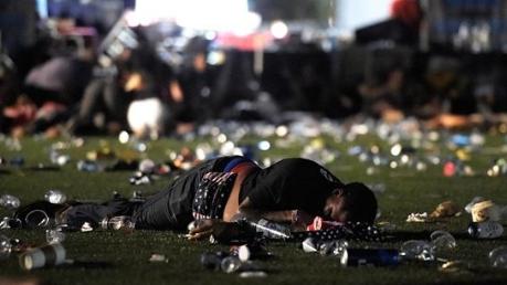 美国拉斯维加斯枪击案:幸存者向涉事酒店提起诉讼
