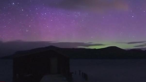 新西兰夜空上演绚丽极光秀