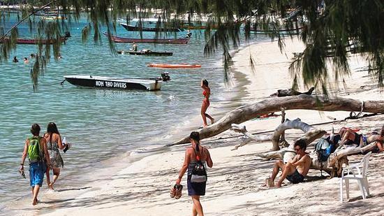 去泰国旅游的注意了:11月起泰国海滩乱吸烟会坐牢