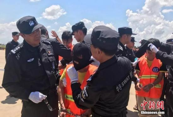 74名跨境电信诈骗嫌疑人从柬埔寨押解回国