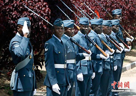 津巴布韦首都发生爆炸 军方占据国营电视台