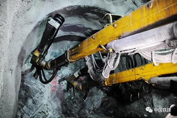 揭秘世界级岩爆隧道诞生过程,中国正实现隧通天下梦想
