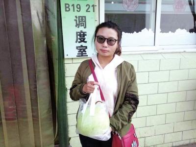 郑州一男乘客把情书写在葫芦上 向女公交车长表白