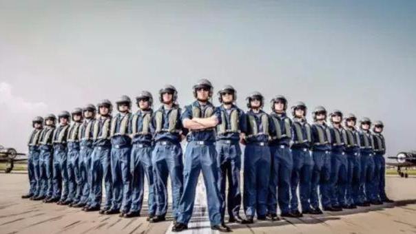 中国海军超燃招飞宣传片 罕见历史镜头首次披露