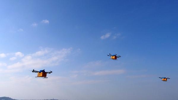 首次无人机群组跨海快递飞行成功 岛屿居民网购体验双11