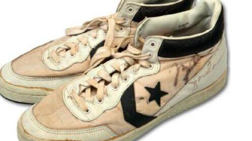 乔丹奥运战靴被拍59万,另一双创造百万纪录