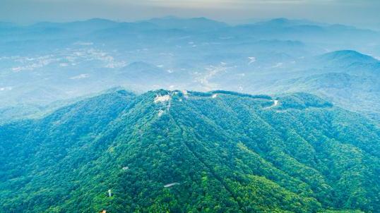 壮观!航拍广州脊之帽峰山