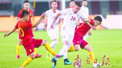 国足0比2不敌塞尔维亚队 破门难仍是大问题