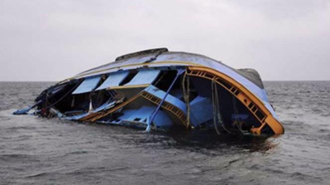 印度一游船倾覆 造成至少16人死亡