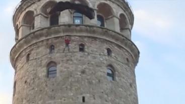 现代第一人!土耳其探险家加拉太塔低空跳伞
