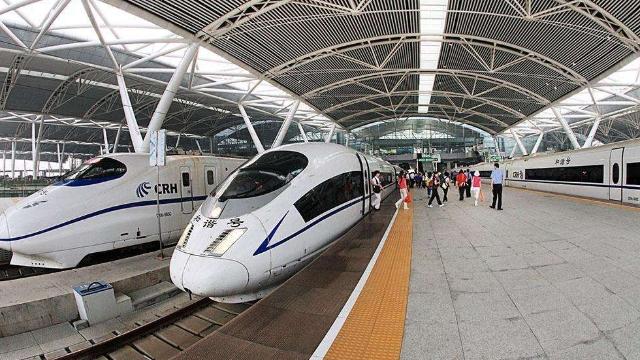 """广州南站25趟高铁助力""""双11""""快件运输"""