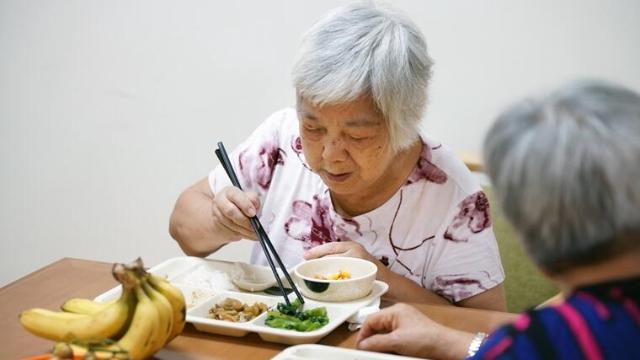 """广州老人""""共享午餐""""成为城市品牌"""