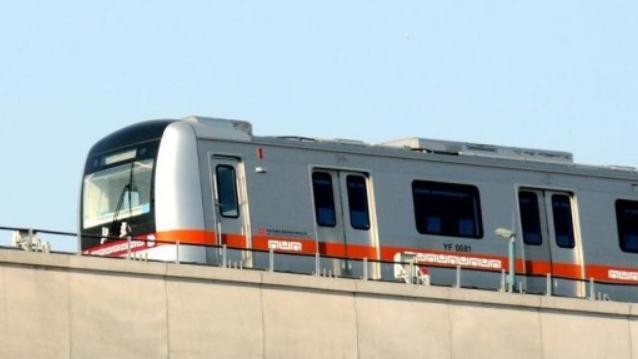 """全国首条""""无人驾驶""""地铁加紧空载试运行"""