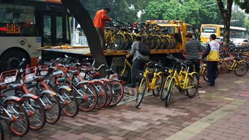 """80万辆共享单车""""围城"""",广州喊""""停""""!偷投行为为何继续上演"""