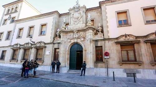 外媒:西班牙情侣专偷华人住宅 监禁两年后被驱逐出境