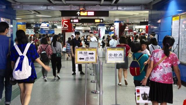 今起广州新增24个地铁站升级安检,这样过安检最快