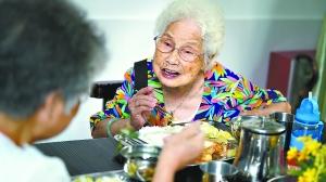 为了百万公公婆婆那口热饭 广州500多个长者饭堂开伙