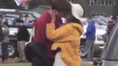 奥巴马女婿会是他?大女儿被拍到当众拥吻健壮男子