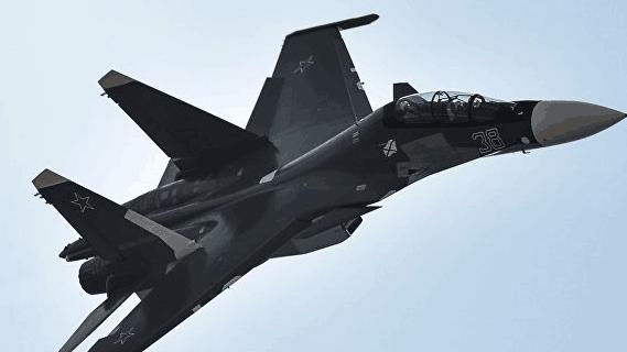俄苏30黑海上空拦截美机24分钟 最近距离15米