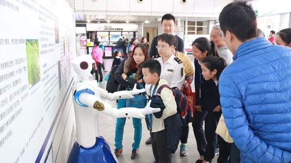"""机器人也能检验检疫?深圳口岸来了个""""电子检疫官"""""""