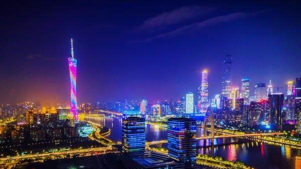 华灯初上,在广州的繁华夜色里迷失