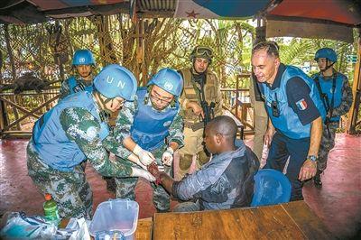 交火地带距营区不到200米 中国蓝盔显本色