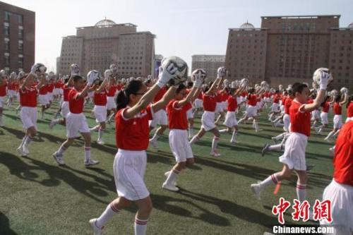 资料图:内蒙古校园足球联赛开幕式。胡海波 摄