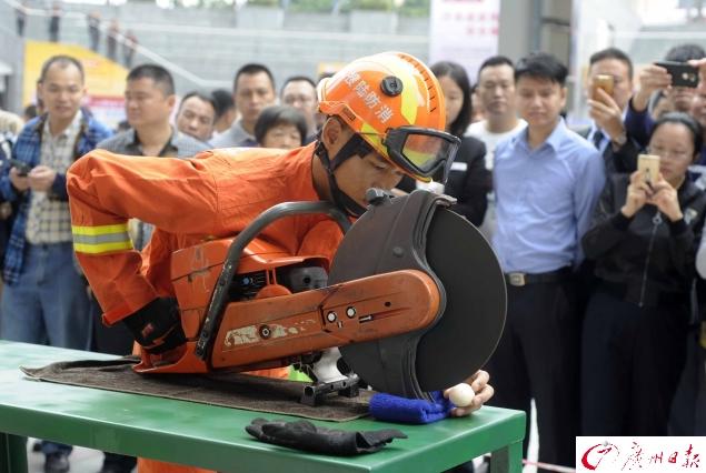 """广州消防员119消防宣传月""""大显身手"""""""