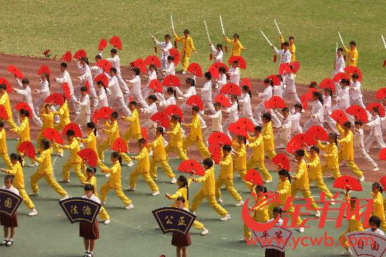 天河区举办中小学生田径运动会 120所学校方阵亮相开幕式