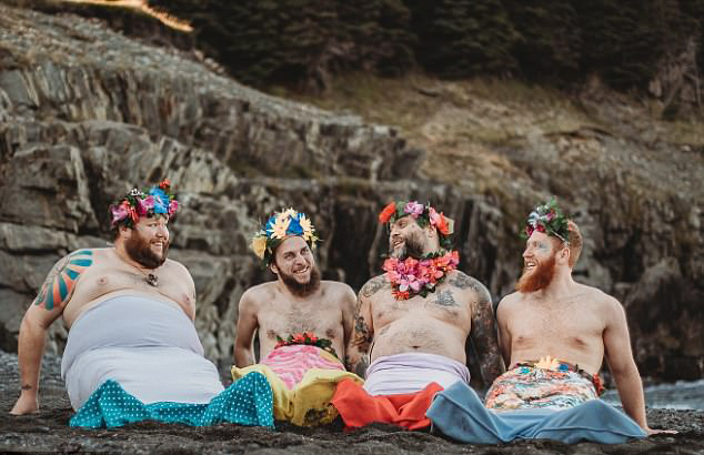 """据悉,这些男子所在的俱乐部最近与一个心理健康项目合作,拍摄了一组日历海报。海报上,一群蓄着胡须的加拿大男人被改造成了""""美人鱼""""。该项目的名称为MerB'ys,是""""merman""""(男性人鱼)和""""b'y""""的组合,""""b'y""""在纽芬兰语中是好朋友的意思。该项目旨在帮助年轻人、成年人、家庭和其他群体加强心理健康并帮助他们学习新技能。"""