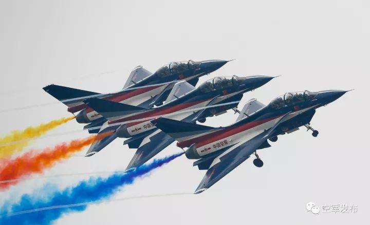 八一飞行表演队首次完成高海拔地区飞行表演