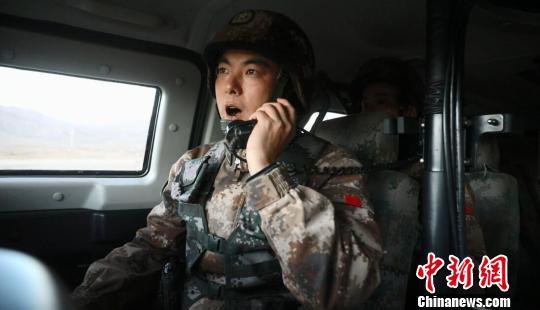 西藏高海拔多兵种联合演练锤炼战斗力