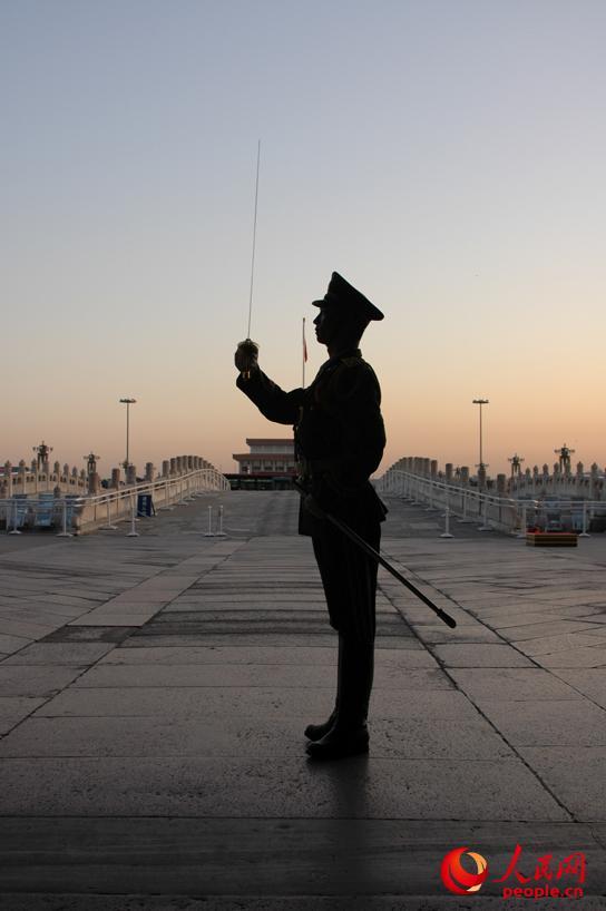 十年磨一剑,国旗护卫队队员的良好形象来自严格要求和刻苦训练。图为国旗护卫队官兵刻苦训练。李超摄