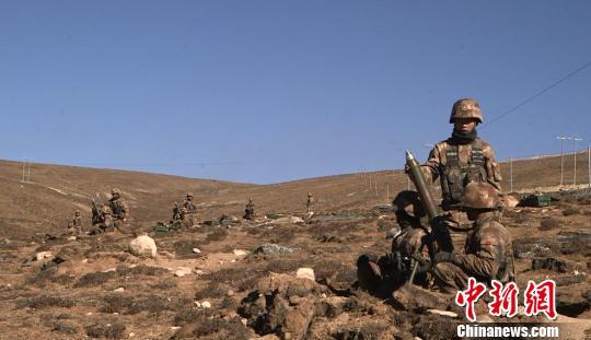 迫击炮分队对防空兵器和雷达进行摧毁打击 军演视频截图