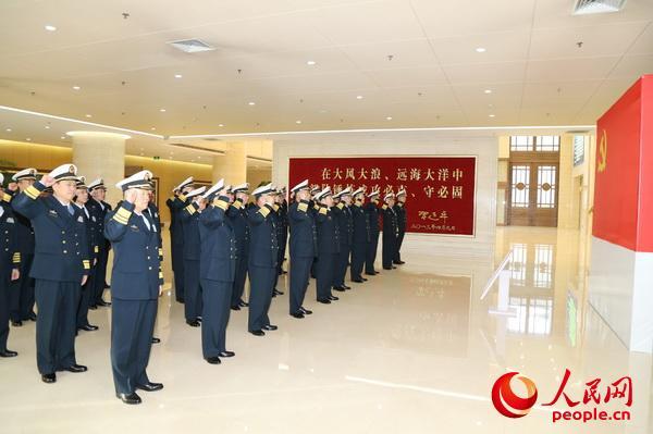 海军党委常委带领军以上单位党委书记集体重温入党誓词