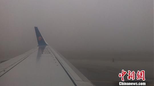 受冻雾影响乌鲁木齐国际机场滞留旅客达到6800余人