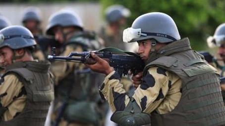 埃及总统限军方3个月内恢复西奈半岛安全稳定