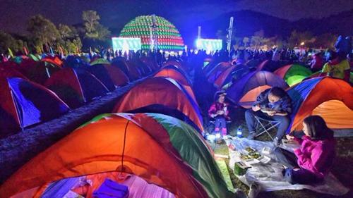 """全国露营大会走进从化 800名户外爱好者流溪河边""""观星享乐"""""""