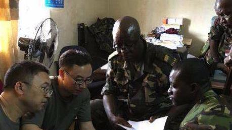 我军援塞军事医学专家组开展技术援助