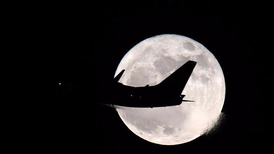 """""""超级月亮""""现身华盛顿"""