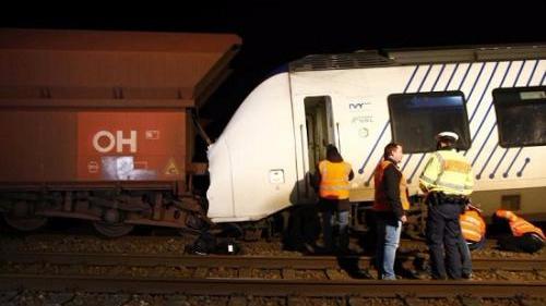 德国发生列车相撞事故约50人受伤 多人伤情严重