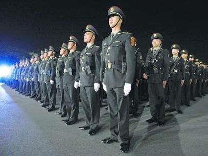 解放军驻港部队200余名军官完成轮换