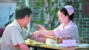 广东拟提高待遇招护士 未来需堵上约10万名护士缺口
