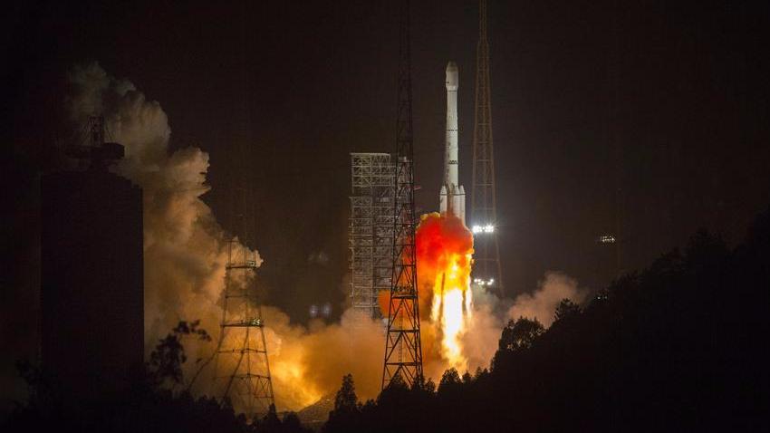 我国成功发射阿尔及利亚一号通信卫星