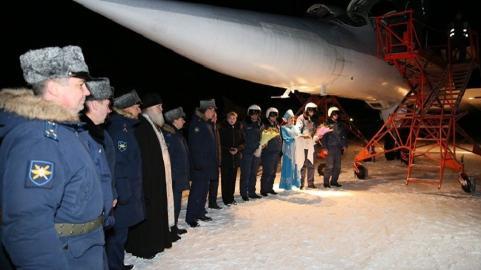 """打击在叙""""伊斯兰国""""武装分子的俄轰炸机返回驻地"""